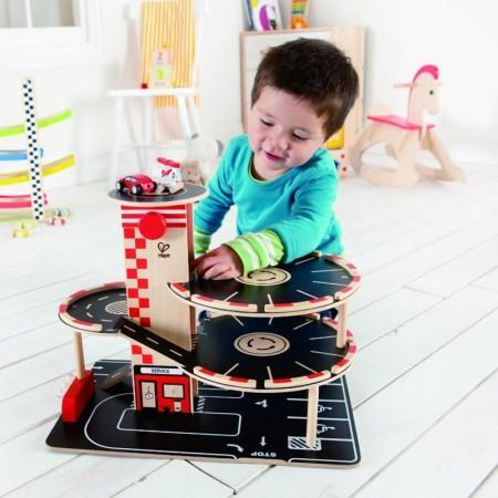Biler, garasjer og tilbehør